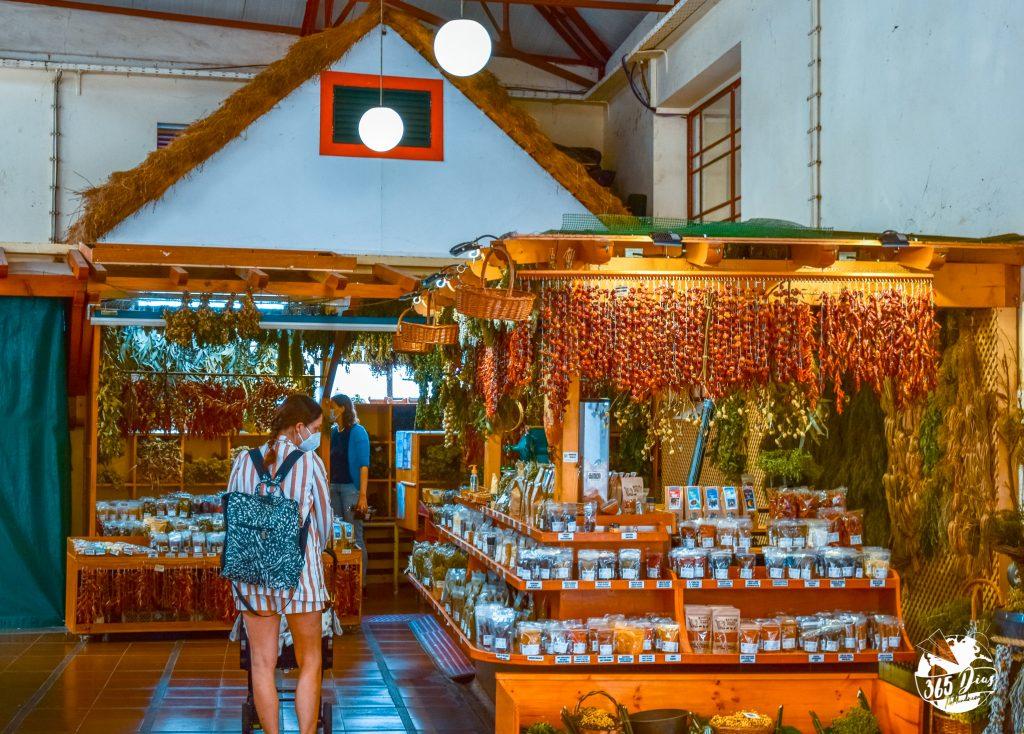 bancada de venda de especiarias no mercado de lavradores