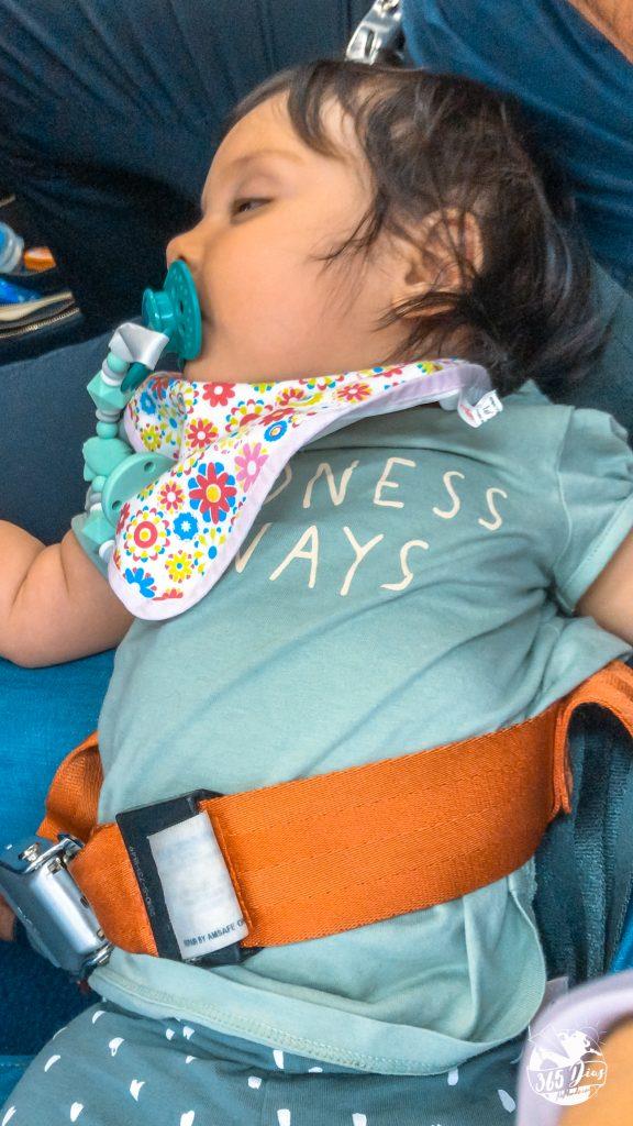 viajar de avião com bebés, cinto